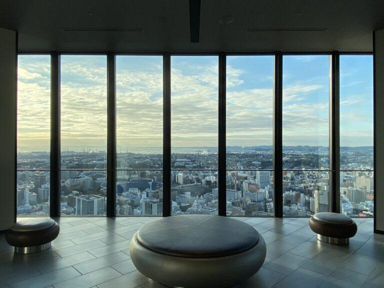 46階のエントランスエリア。エレベーターを降りると圧巻のこの景色!