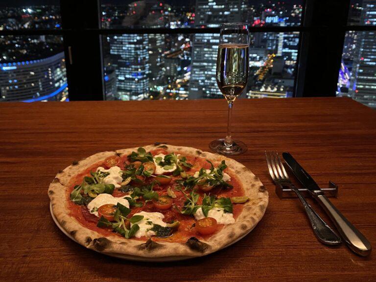 シェフの名を冠したブッラータチーズとトマトソースのピッツァ「ジェローム」は、スペインの名門ワイナリーで作ったシェフオリジナルのカヴァと合わせて。