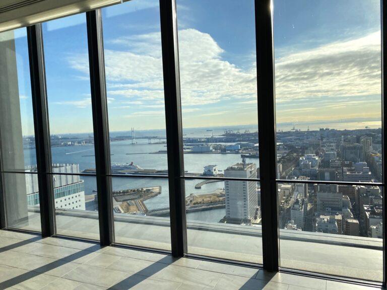 豪華客船が停泊する大さん橋や横浜ベイブリッジを一望。この眺望は宿泊者の特権。