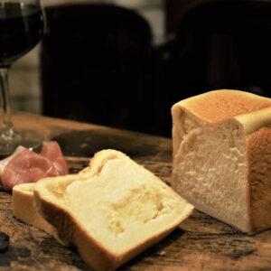 """ふわふわ濃厚さにハマる""""チーズパン""""4選。程よい塩味が「パン飲み」のお供にも◎"""