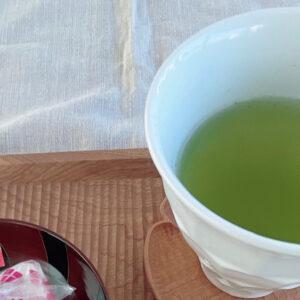 国際線ファーストクラスで採用された〈新緑園〉の「急須で淹れたみたいに美味しい煎茶ティーバッグ」〜眞鍋かをりの『即決!2,000円で美味しいお取り寄せ』~
