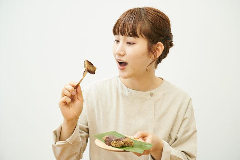 「もち米だから腹持ちよさそう。ぱくぱく食べられますね」(谷奥さん)。