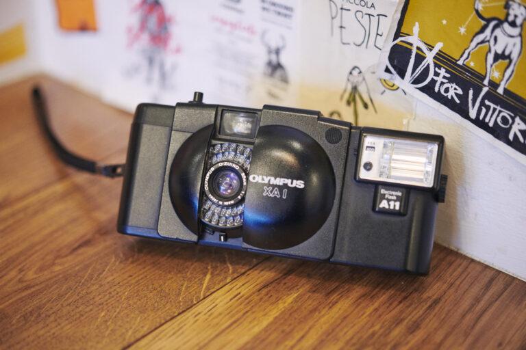 フィルムカメラ「OLYMPUS XA1」。