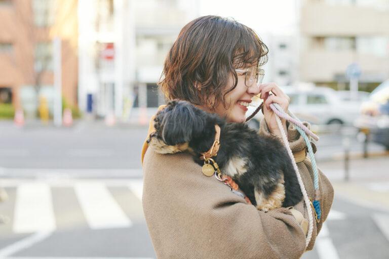 愛犬のムギちゃんと一緒に。