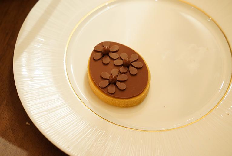 タルト生地とチョコクリームを組み合わせた「タルト・ジバラ・ラクテ」。