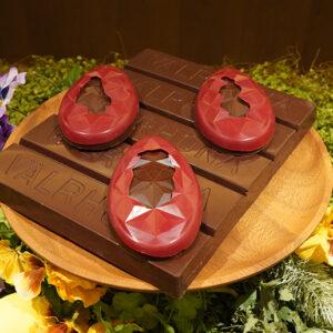 〈ヴァローナ〉のブラックチョコレート「イランカ」を使った「タブレット・ウフ・おりがみ」2,700円。