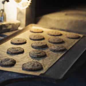 パン焼き後の余熱で焼いたクッキー。自分たちのおやつ用。