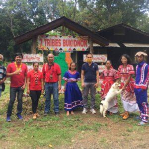 「熱帯雨林の守り人」とユニフルーティーの従業員。