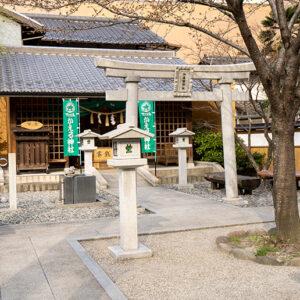 加恵瑠神社。よく見るとかえるのモチーフが!