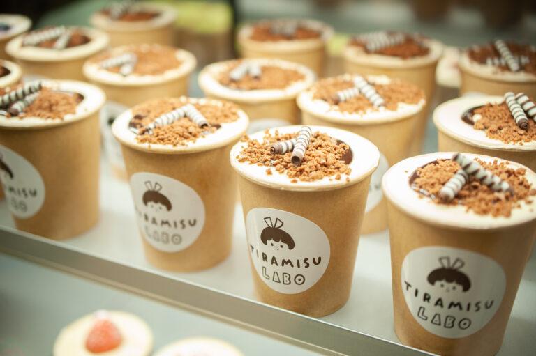 チョコクランチ入りチーズクリームと濃厚チョコレートソースを重ねた「ショコラティラミス」650円。