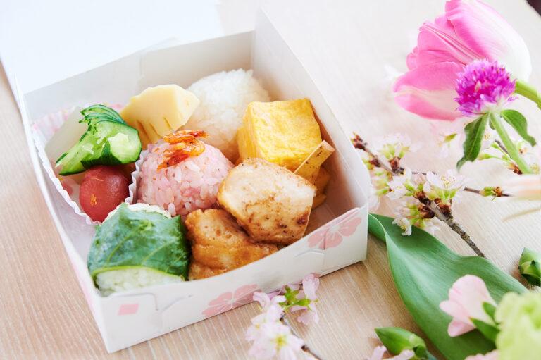 「三色おにぎり弁当〜花見〜」500円