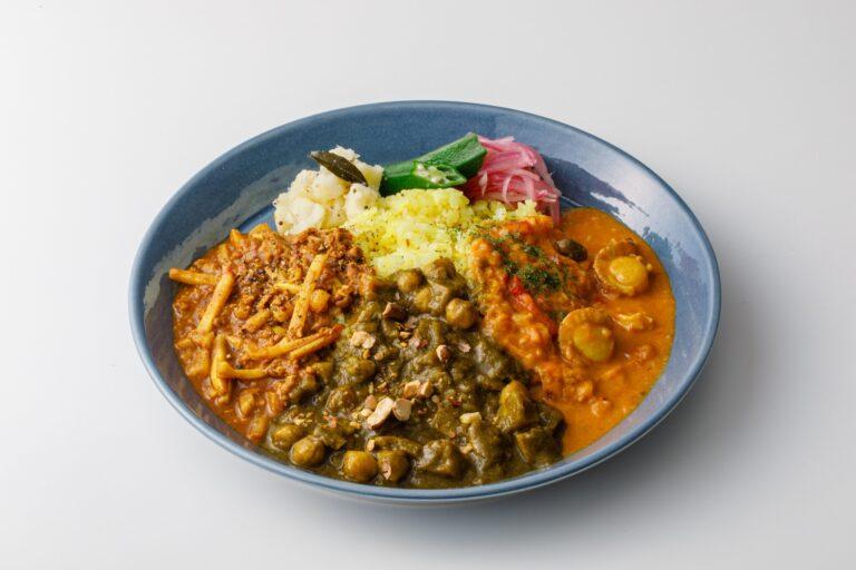こちらの「カレーの3乗」は「筍と大豆ミートのスパイシーキーマカレー」、「蓮根とアーモンドのパラクマサラ」、「帆立と檸檬のカレー」。
