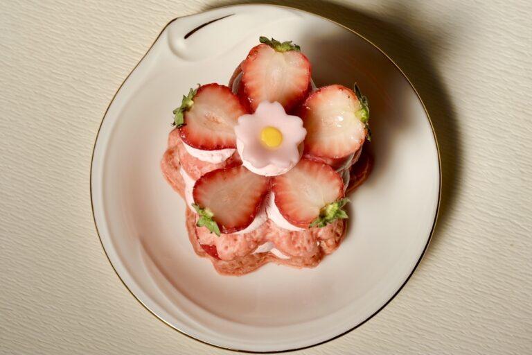 「桜いちごミルフィーユ」700円。