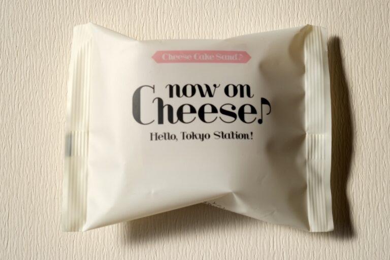 「チーズケーキサンド・いちご」1個378円。