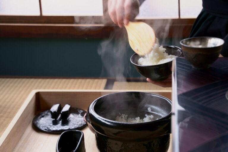 土鍋で炊いたご飯は、香りも豊か。