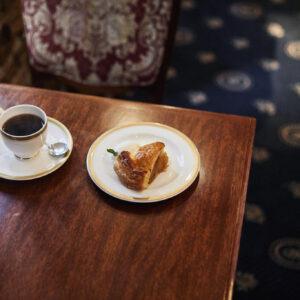 【銀座】レトロ喫茶のホームメイドケーキ5選。自家焙煎コーヒーをいただきながら、至福の読書タイムに。