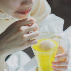 レモンの皮から抽出したシロップをソーダで割り、自家製アイスクリームを浮かべた、アイスクリームソーダ/レモン1,150円。
