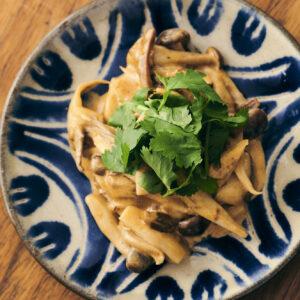 おつまみにも◎「延岡メンマといろいろきのこのクリーム煮」の簡単レシピ。