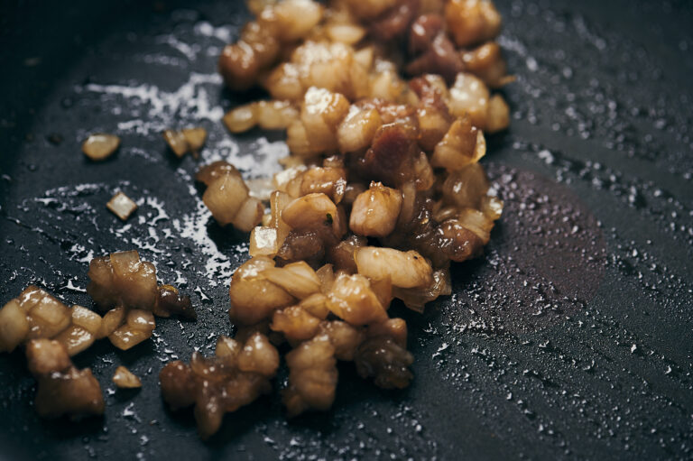 「豚バラ肉と延岡メンマのピリ辛炒飯」
