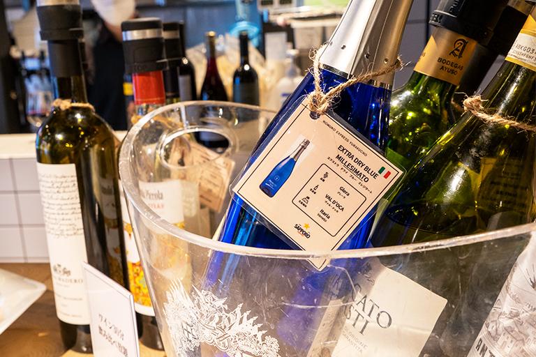 50種類ほどのワインがセルフで飲み放題です。