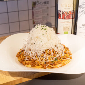 元祖ボロネーゼ専門店〈BIGOLI〉のパスタ「熟成チーズボロネーゼ」1,000円。