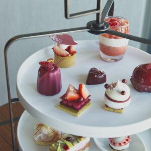 【AFTERNOON TEA】部屋で味わう特別感を満喫!39階〈ザ ラウンジ〉のエクゼクティブペストリーシェフが提案する、季節で内容が変わるアフタヌーンティーは、1名から注文可。