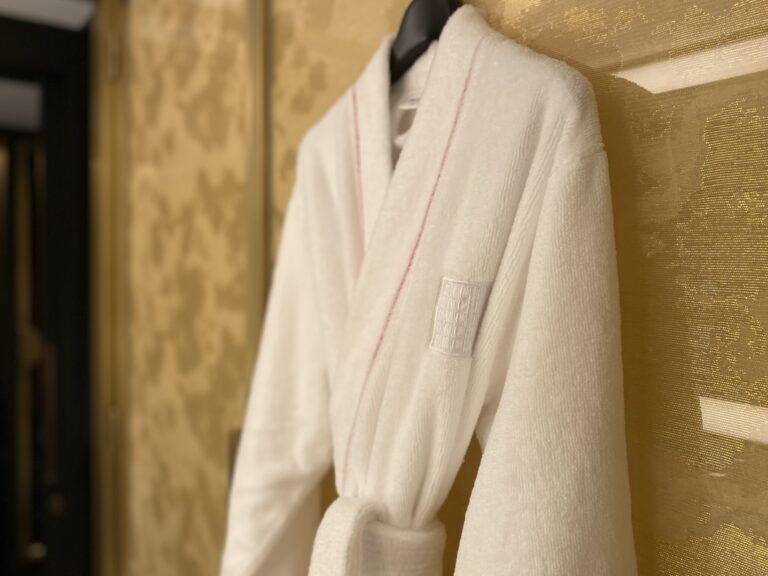 バツグンに着心地よかった、パリ店とお揃いのふわっふわ&軽〜い素材のバスローブ。鎧のごとく分厚く重いタオル地より、女子はこのタイプが嬉しいんですよね。