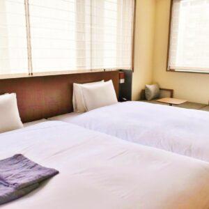 ベッドは全室〈シモンズ〉を起用。ルームウェアや寝具も肌心地の良い素材にこだわっています。