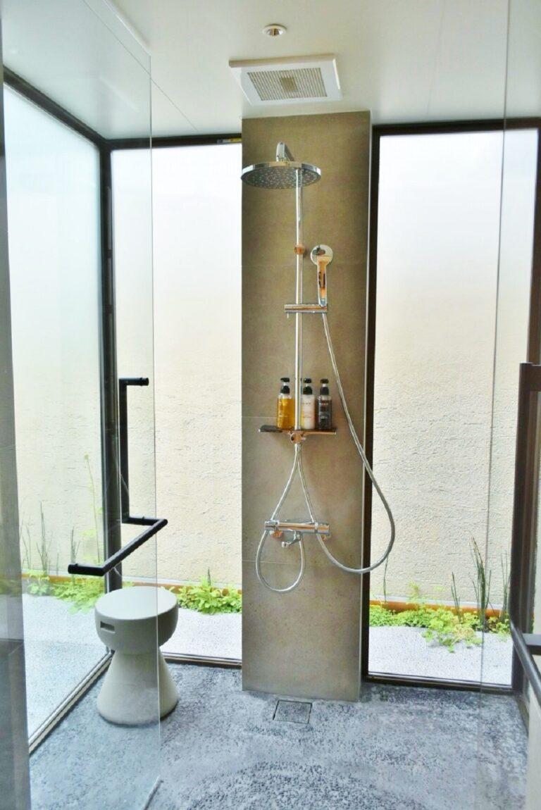 広々とした開放感のある「エグゼクティブツイン」のシャワールーム。