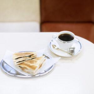 日本橋でレトロ喫茶巡り。まずは、昭和モダンな喫茶店界のエース〈珈琲専門店 エース〉へ。