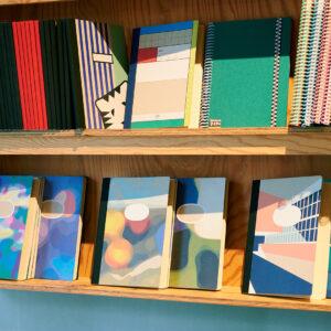 地産地消、再生紙を使用したノートはお店の人気商品。