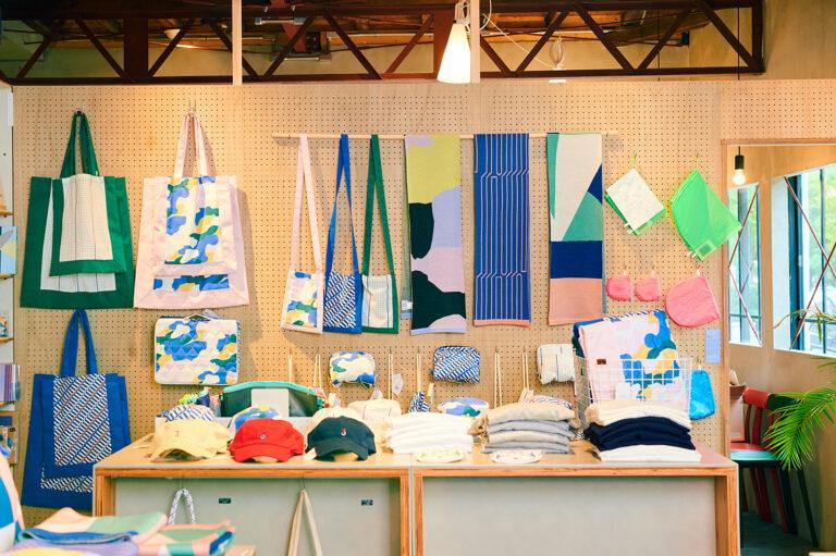 ブランドのグラフィックをいかしたメイドインジャパンの布製品。