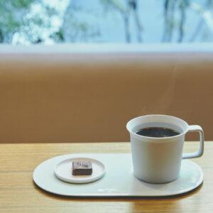 ほっこりスイーツタイム。甘いものに癒されたい時は1階の〈nel CRAFT CHOCOLATE TOKYO〉へ。「ボンボンショコラとドリンクセット」800円~。