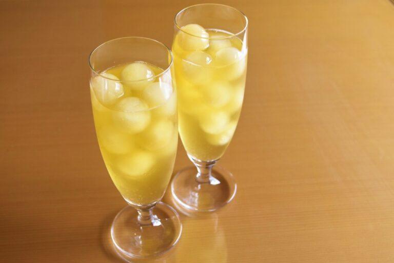 酵素発酵茶 La 香寿緑茶は、氷の玉もお茶でできています。クセもなくスッキリとした味わいのお茶なので、マンゴーともよく合います。