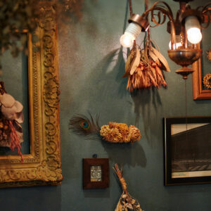 店内に飾られている華やかなドライフラワーにうっとり。