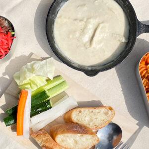 スキレットやメスティンで作る!ソロキャンプの簡単アウトドアレシピ。
