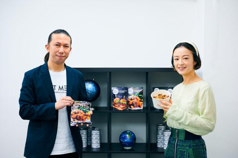 CEOの佐々木英之さん(左)。
