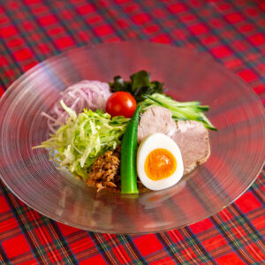 ニラと花椒が独特の爽やかさを生み出す「グリーンソース」800円。野菜たっぷりでヘルシー。