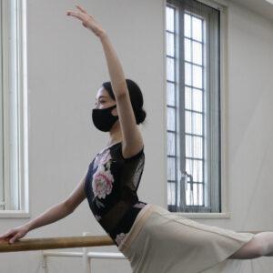 体幹と内ももに効く!バレエの動き「パッセ」に挑戦。【バレリーナ金子仁美のきれいなカラダのつくり方】