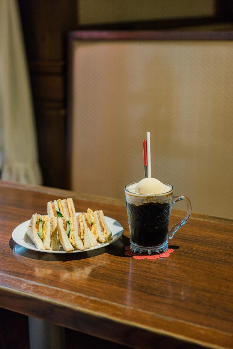アイス用の焙煎豆を使用。砂糖を少し入れ、最後はバニラアイスをのせる。左から110元、150元。