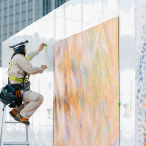 駅や百貨店の仮囲いを活用したアートプロジェクト。