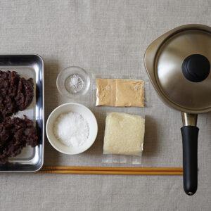 作ったあんこ、「手作りあんこセット」に入っている道明寺粉、きなこにプラスいて自宅にある砂糖と塩を使います。