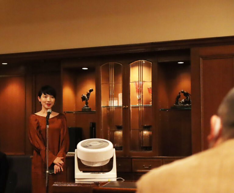 〈ロイヤルパークホテル〉