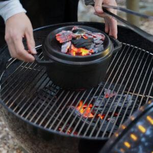 千葉県産「東の匠 SPF 豚」を使用した塩釜焼き。ゆっくり調理することで香りが高くて、柔らかく仕上がります。