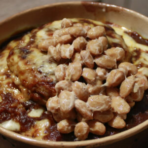 まさに納豆のテーマパーク!〈デニーズ〉の「ハンバーグカレードリア」を納豆カスタム。