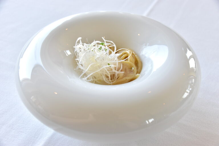 「蛤と極み出汁葛餡の冷製ゼンブ・ヌードル」