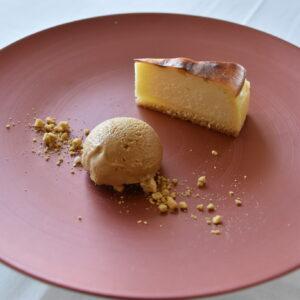 上から「豆乳バスクチーズケーキ」「ゼンブ・ペーストコーンの豆乳キャラメルアイス」