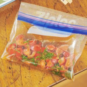 オリジナルのタレはジッパーに入れて冷凍しておけば保存可能。