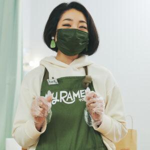 プロモーション マネージャーでハナコラボ パートナーの羽村萌さんもお手伝い!