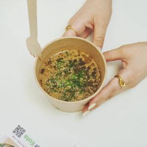 粉末スープにプラスして、九条ねぎとゴマをトッピング。